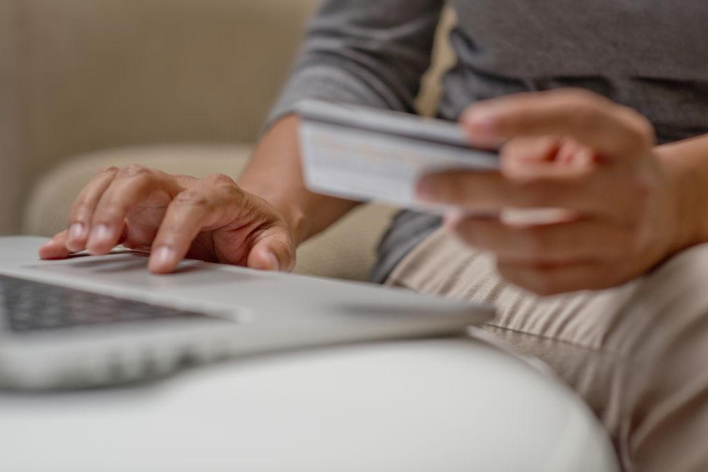 Online Urlaubsbuchung mit Kreditkarte
