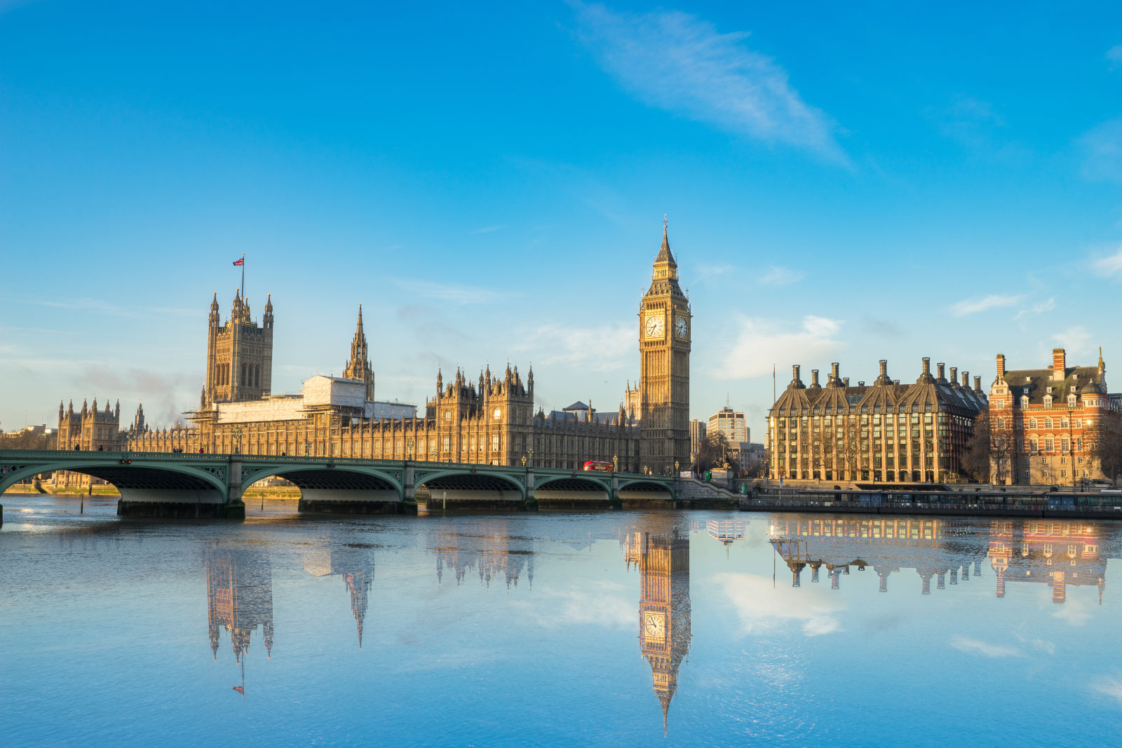 Blick auf den Big Ben, Houses of Parliament und die Themse
