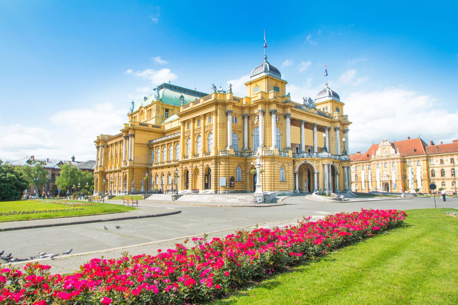 Nationaltheater in Zagreb, Kroatien im Sommer