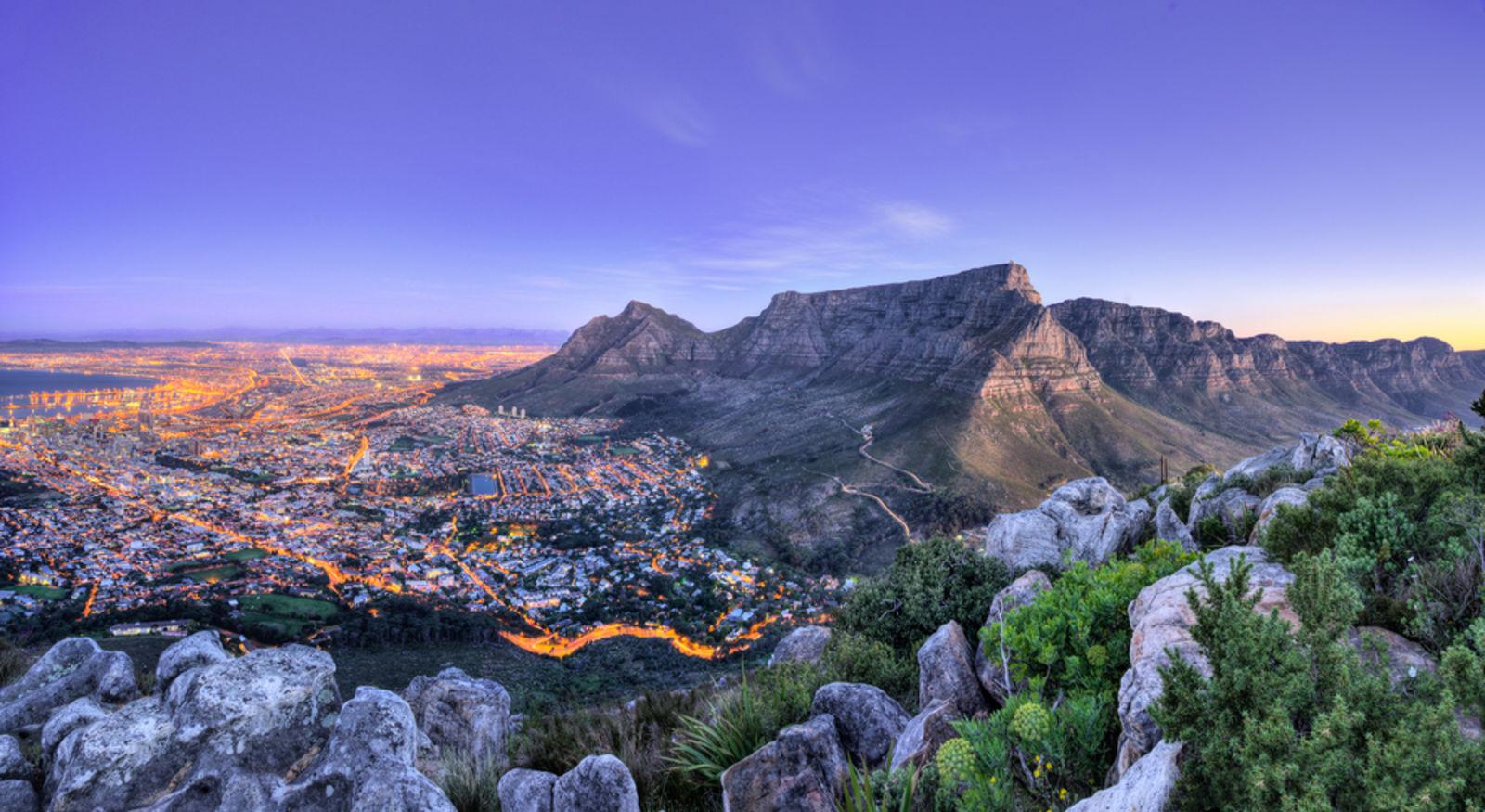 Sonnenuntergang am Tafelberg in Kapstadt, Südafrika