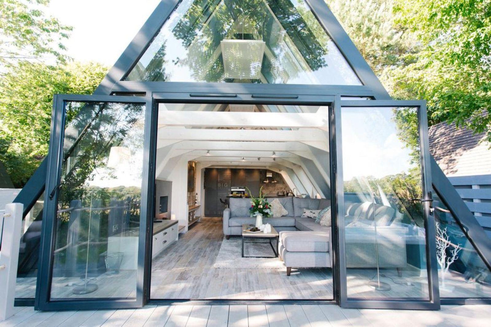 Glass lodge, hoseasons, Clowance