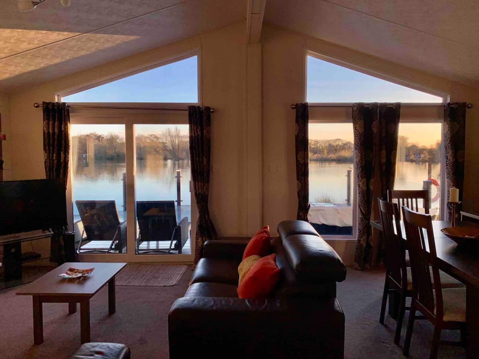 Luxurious Lodge with Hot Tub on Lake at Chichester airbnb