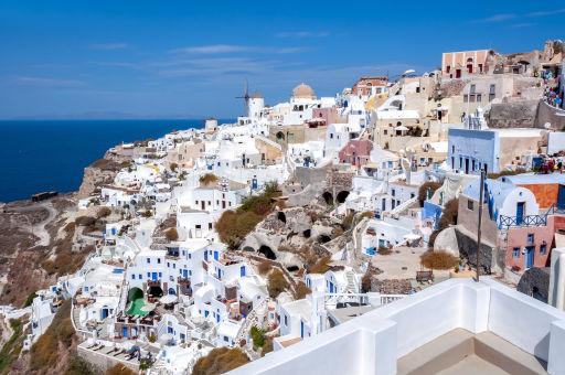 Vuelos directos a Santorini en verano