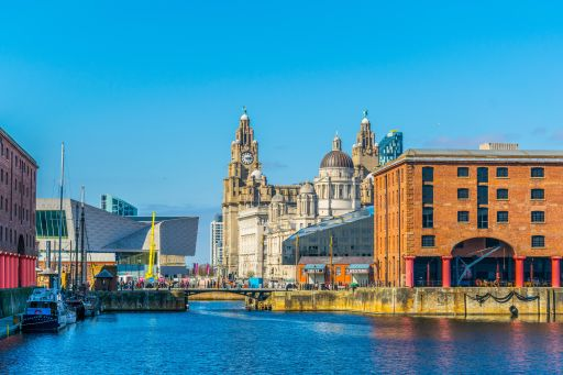 CHEAP 4* Liverpool hotel stay with breakfast & FREE bottle of Prosecco