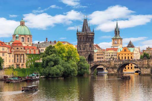 Puente de Octubre 4* en Praga con desayunos