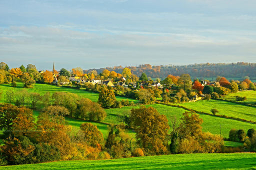 4* Cotswolds stay w/breakfast, leisure access & late check out