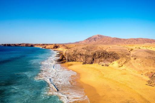 Heiße Sommertage an diesem Strand auf Lanzarote gefällig?