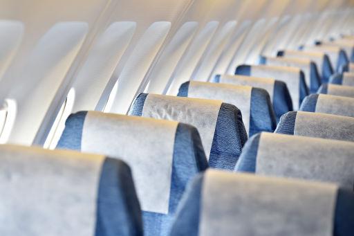 Voli a lungo raggio, ora puoi prenotare un'intera fila per dormire!