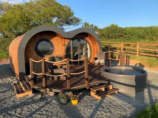 Oh my pod: 2nt break in Wales from £76pp - stunning pod w/ hot tub & FREE CANCELLATION