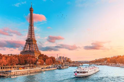 2nts Paris city break incl. flights, hotel, city tour & Moulin Rouge w/Champagne!