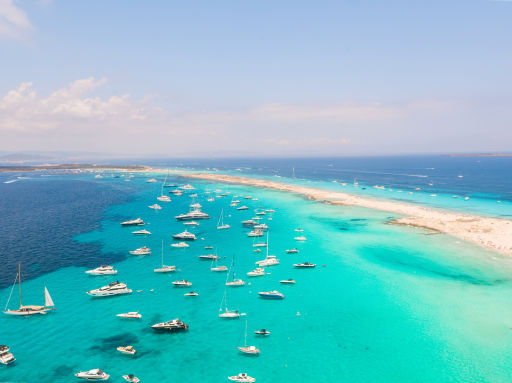 Hotel 4* en Ibiza y 🛳 ferry ida y vuelta a Formentera. 2 noches