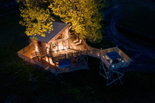 We may have found the most BEAUTIFUL tree houses in the UK AND they have hot tubs!!