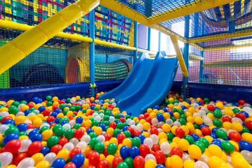 Kryty park zabaw dla dorosłych