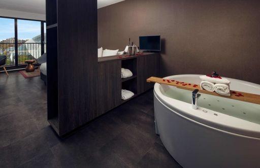 Jacuzzi kamer met champagne ontbijt in Eindhoven