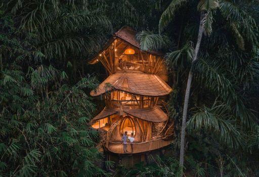 Bambusowy hotel na Bali na skraju dżungli