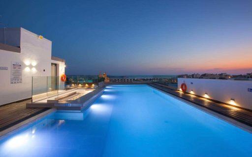 Malta mini break - 3nts 4* spa hotel w/rooftop pool & flights