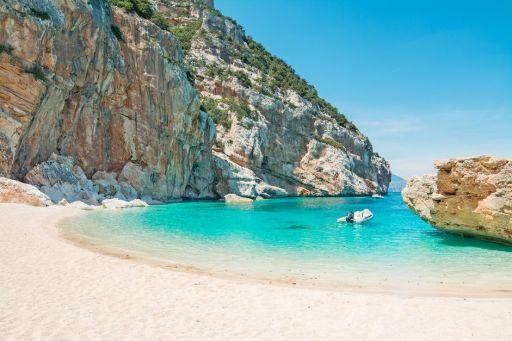 Wilde Felsklippen & karibische Strände auf Sardinien