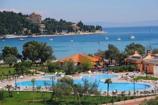 Chorwackie plażowanie z widokiem na morze na majówkę, Boże Ciało, wakacje i później!