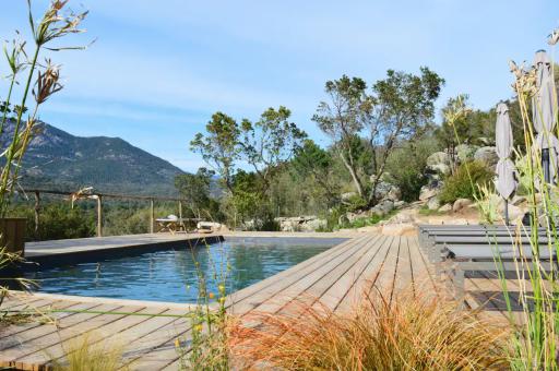 Maisonnette en Corse avec piscine et vue sur la montagne
