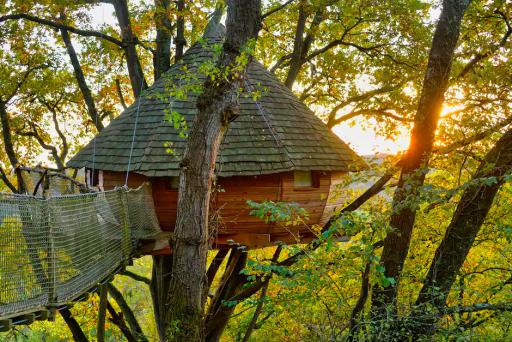 Cabane dans les arbres avec jacuzzi en Occitanie