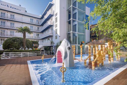 Hotel en Calella con MEDIA PENSIÓN y zona splash. 2 noches
