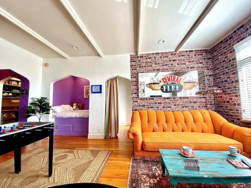Nostalgia di Friends? Non perdetevi questo Airbnb a tema!