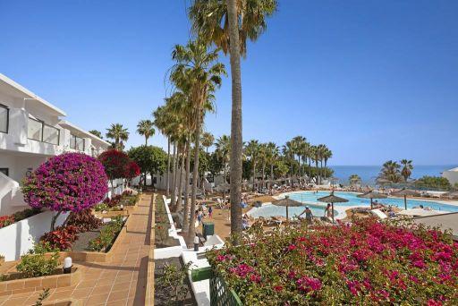 Vacaciones en Lanzarote en hotel con vistas al mar