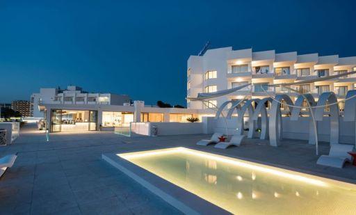 Vacaciones con MEDIA PENSIÓN en hotel 4* en Ibiza