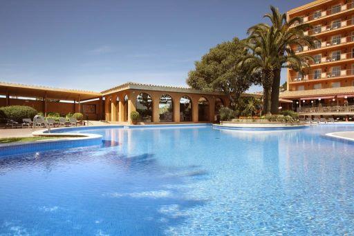 PENSIÓN COMPLETA en hotel 4* en Malgrat de Mar. Yoga y Tai Chi gratis