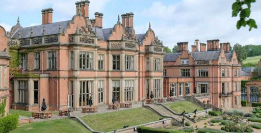 Historic 4* Stratford-upon-Avon country hotel stay w/breakfast, late check-out and a FREE bottle of bubbles!