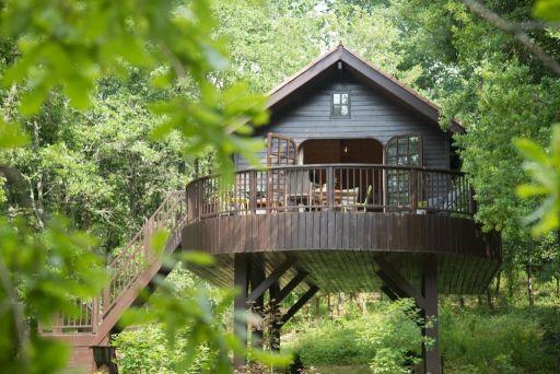 Magnifiques cabanes avec Spa en Dordogne