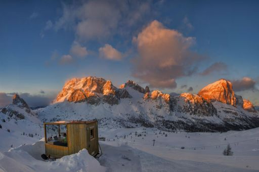 Cabine panoramique dans les Dolomites