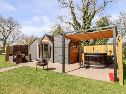 A weeks stay in a super cute lodge in Oxfordshire (sleeps 2)