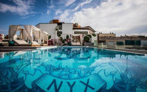 Waanzinnig hotel met rooftop pool in Madrid!