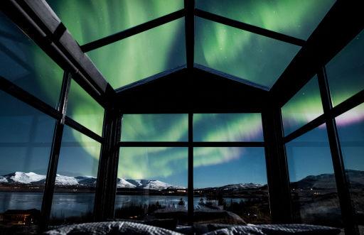 Bijzonder verblijf in IJsland!  Check dit schitterende glazen huisje