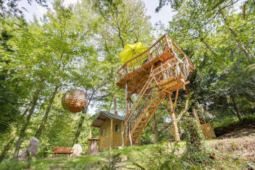 Cabane dans les arbres avec jacuzzi et piscine