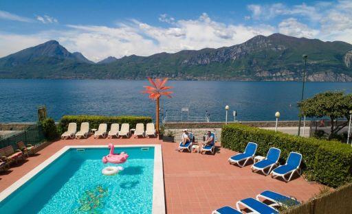 Sulle sponde del lago di Garda, 3*!