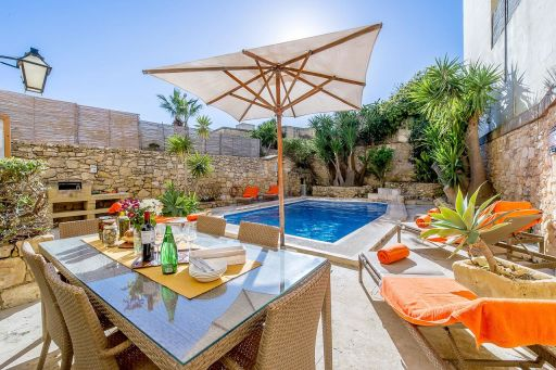 5nt Malta group stay in a private villa w/ pool & jacuzzi