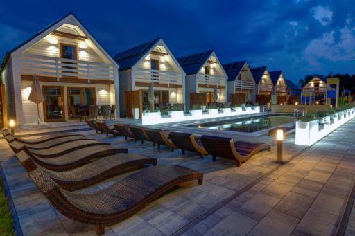 Domki z podgrzewanym basenem nad samym morzem na wakacje