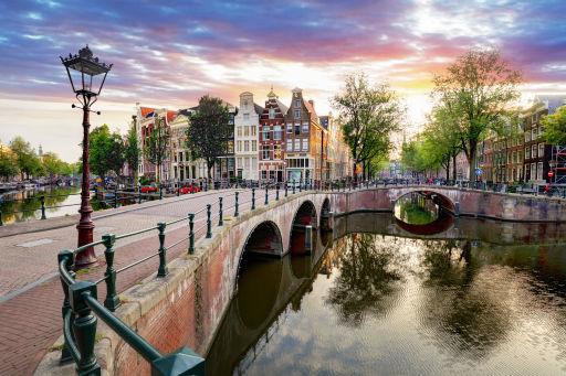 Dormi ad Amsterdam in un boat hotel ⛴