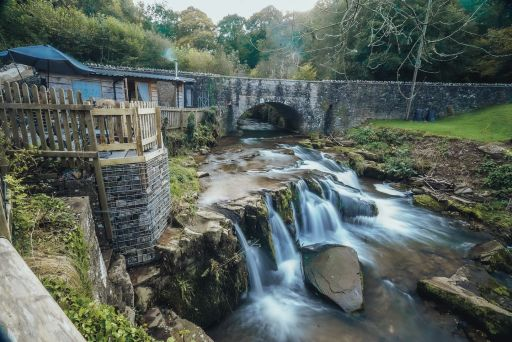 Romantic Welsh cottage with waterfall