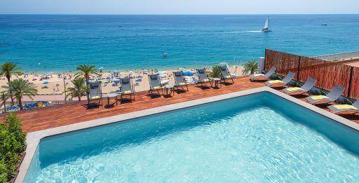 MEDIA PENSIÓN en hotel 4* a pie de playa en la Costa Brava. 2 noches