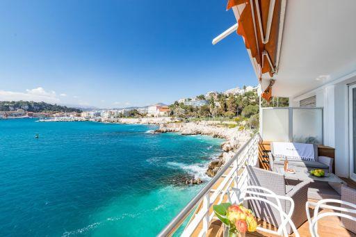 Hébergement unique les pieds dans l'eau à Nice