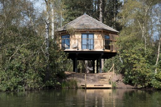 2nt stunning treehouse stay in Lincolnshire with outdoor bath (sleeps 2)