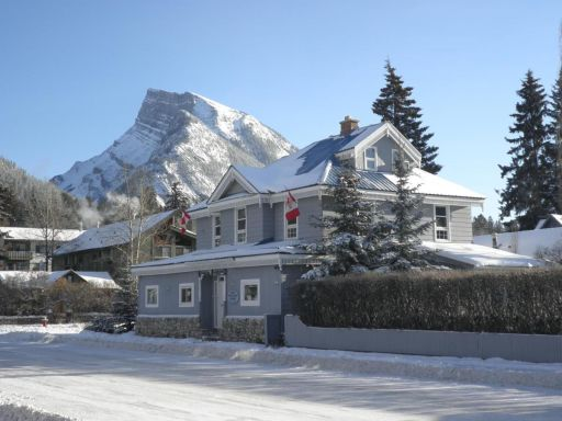 Affordable Lodge near Banff National Park