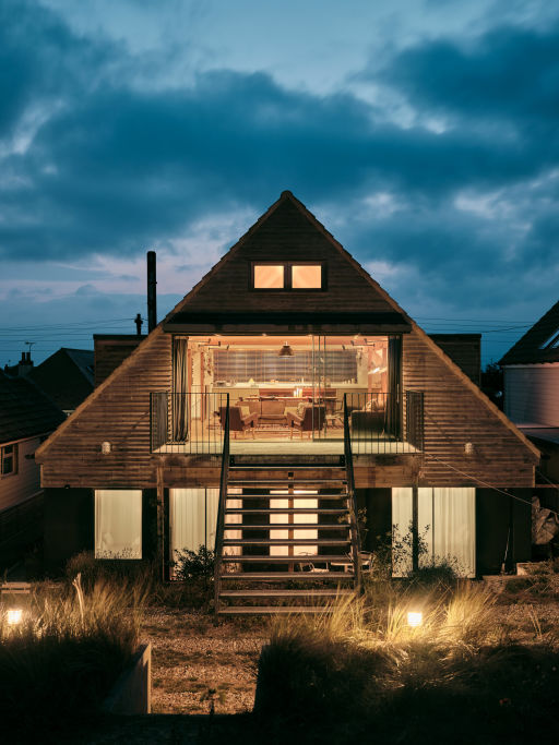 Stunning A-frame beach house in Kent w/sea views! Stay 3nts (sleeps 6 & pet-friendly)