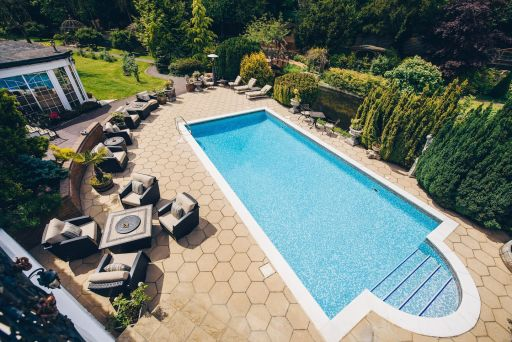 Hertfordshire stay for 2 with breakfast, swimming pool & FREE cancellation