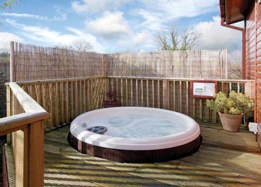 Luxury Wales lodge w/hot tub! Stay for 3 nights (sleeps 4)