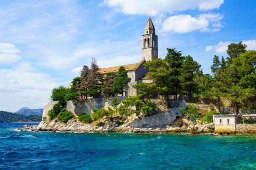 Wynajmij XV-wieczny klasztor na wyspie w Chorwacji