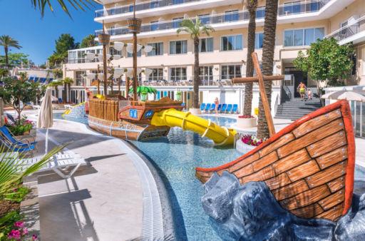 Hotel 4* con PARQUE ACUÁTICO y pensión completa en Calella